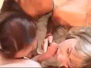 порно жена девушка трахает ебет мужа парня в жопу очко