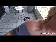Женщины показывают сиьки на улице видео