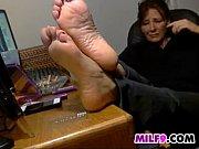 Порно девка восне с раздвинутыми ногами
