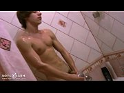 hot boy spreads bath gel over his toned t … – Gay Porn Video
