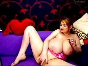 голая девушка делает голому парню массаж между ног видео