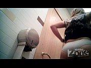 porno-zreloy-blondinki-v-tualete