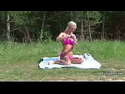 Соблазнили и трахнули девушку в общественном бассейне видео