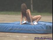 【衝撃】女性が全裸で走り幅跳びするとこうなるらしいwwwwww /