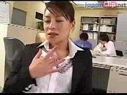 勤務中の会社で大胆にG行為しちゃう豪気な中年女性OLは会社でぺろぺろチオなんて朝めし前