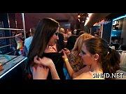 Девка сел шпагат а парень целует ее задницу видео