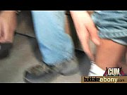 На деване в джинсовой мини юбке