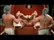 женщины изучают голых парней видео