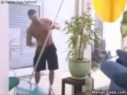 Охранник наказал заключенных порно