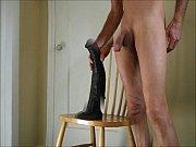 Смотреть порно как бабы имеют парней страпоном