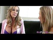 Порно зрелый мужик снял молодую целку
