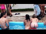 Putaria em grupo entre brasileiras e safados na piscina