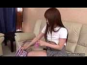 ホットアジアの 10 代は、彼女の毛むくじゃらの女の彼女のおもちゃを使用してください。