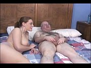 Duas novinhas prostituas com velho safado