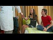 девушка со своим парнем занимается сексом видео