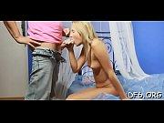 Порно видео девушка визжит когда в нее пихают большой член