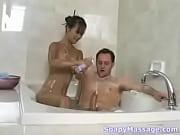 Asiática safada fodendo com seu macho no banheiro.