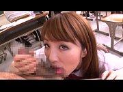 【無料エロ動画】授業中の教室でこっそりフェラチオチオご奉仕してくれるめちゃくちゃキャワワ通学服尻軽女ぎゃる