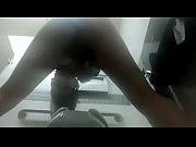 Мужик танцует голий для женщины и они сасут его член