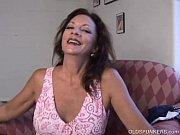 Madura mãe de família se masturbando