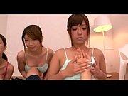 ア動ブ|【さとう遥希】巨乳美女がみんなでパイズリ手コキ【ハーレム】