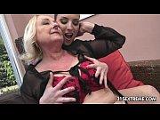 Русская мама лижет писку у дочки