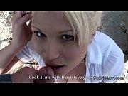 Linda loira gostosa fazendo um delicioso sexo no mato