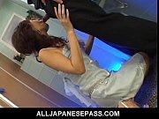 キャバ嬢が指名を取る為に男子トイレでお客のおちんちんをフェラしておっぱいを舐められる無修正動画の無料エロ動画