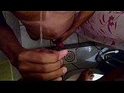 vídeo Depois do sexo um banho de mijo de macho pissing - http://safadasdoporno.com