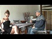 Зреля толстая женщина совратила парня и сняла трусы русское порно
