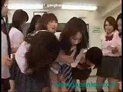制服姿の可愛い女子校生達が同級生の女の子を集団レズで虐める
