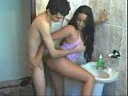 Fudendo a namorada no banheiro