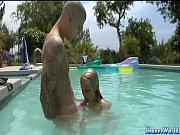 Молодежное порно в бассейне