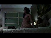 Домохозяйка мастурбирует на порно