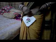 Desi tamil Married aunty exposing navel in saree with audio, mallu aunty navel kissing by neighbour young boy Video Screenshot Preview