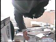 コンビニで逆さ撮り盗撮された素人JKのパンチラ