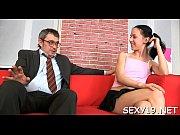 короткое порно видео без трусиков под юбкой