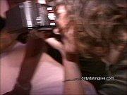 Девчонки пихают разные предметы в попу писю видео
