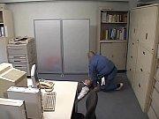 残業OLを昏睡させ素早く精液注入 清掃員の華麗なテクニック