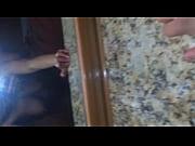 секс с блондинкой в кухне видео