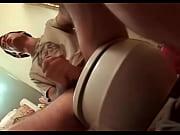 Девушки любят засовывать друг другу в пизду большие и толстые дилдо фото 464-906