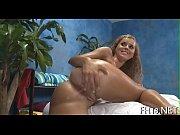 Девушка ласкает грудь в ванной