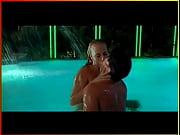 あの『ロボコップ』『トータル・リコール』の監督、鬼才ポール・バーホーベンの映画「ショーガール」のプールでのラブシーン |