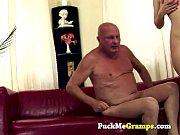 devushka-bezumno-hochet-seksa