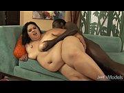 Миниатюрная худенькая девушка выдержала пять больших мужиков порно видео