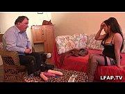 Fist et penetration anale pour le casting porno d une milf francaise