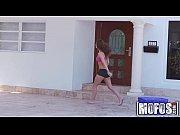 Девушку с большой натуральной грудью ебут мужики порно видео онлайн