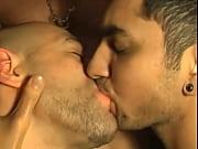 dividindo a porra – Gay Porn Video