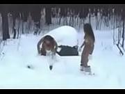 Голый в снегу