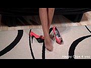 Фалоимитатором на присоске прилепила к кровати видео